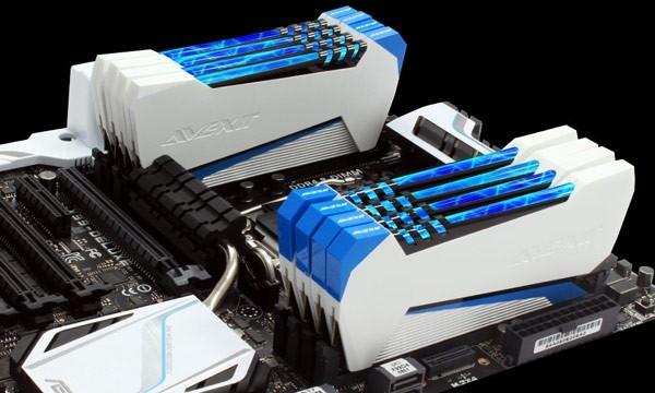 Модули ОЗУ Avexir Raiden подсвечены газоразрядными лампами