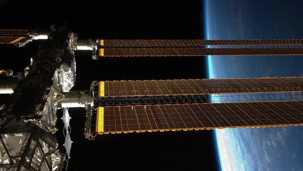 Новый экипаж МКС возьмет с собой на борт знамя Победы в честь 9 Мая