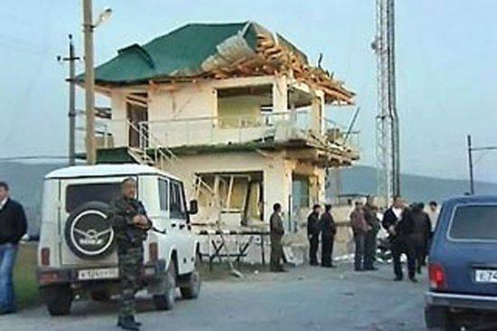 Пьяный полицейский на дорогой иномарке врезался в пост ДПС в Дагестане