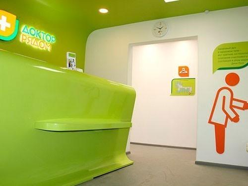 Москвичи смогут бесплатно прикрепиться к клиникам шаговой доступности «Доктор рядом»
