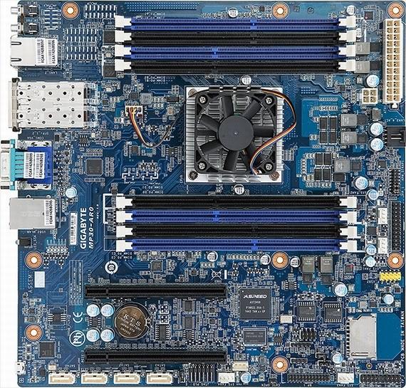 Материнка GIGABYTE MP30-AR0 поставляется с процессором ARM