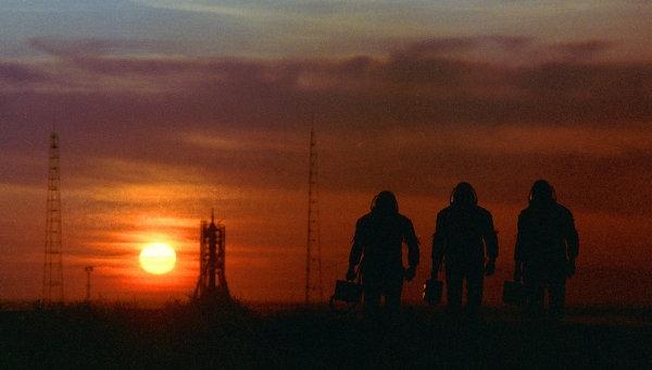 Комаров позвал российских знаменитостей стать космическими туристами